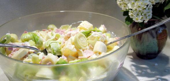 Салат с пореем и ананасами