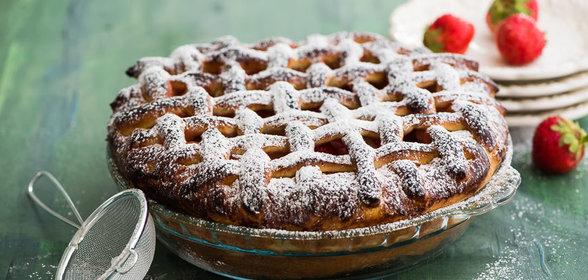 Пирог из дрожжевого теста с замороженной клубникой рецепт с