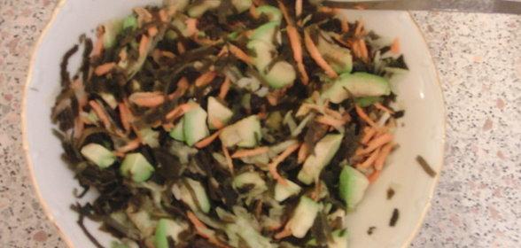 Салат с авокадо и морской капустой