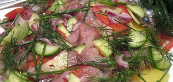 Салат из соленой скумбрии с