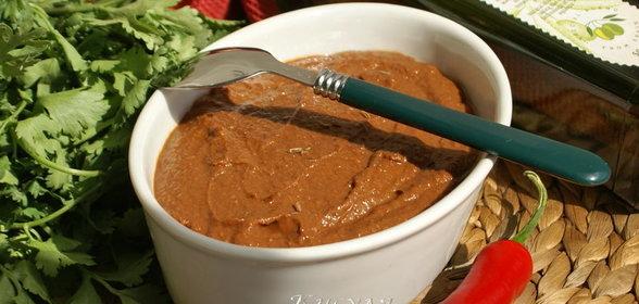 Предлагаем вашему вниманию рецепт мексиканского шоколадного соуса.