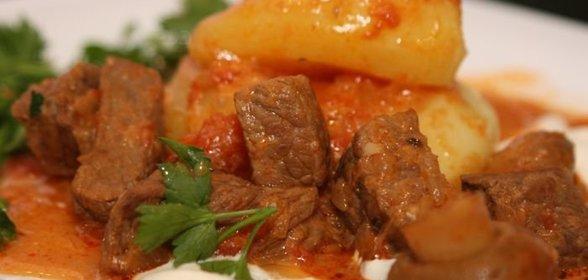 Гуляш из свинины с перцем подливкой рецепт с пошагово