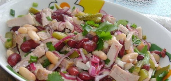 Очень вкусный салат с ветчиной и фасолью