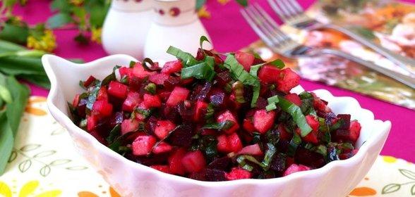 Салат с черемшой и свеклой