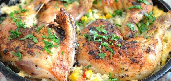 Жареная курица с овощами в духовке