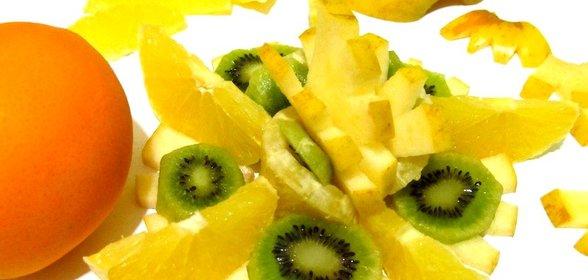 Фруктовый салат с яблоками апельсинами