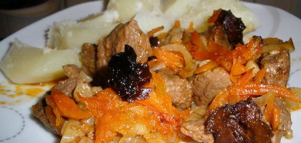 Мясо в пиве с черносливом