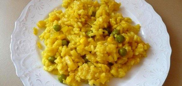 Фото рис с кукурузой и зеленым горошком