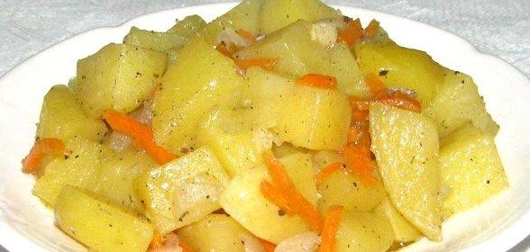 как потушить капусту мясо и картошку