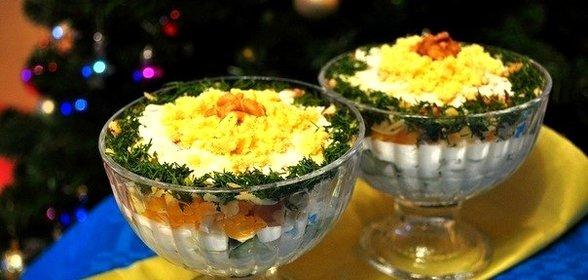 Салат под каждого в креманках рецепты с